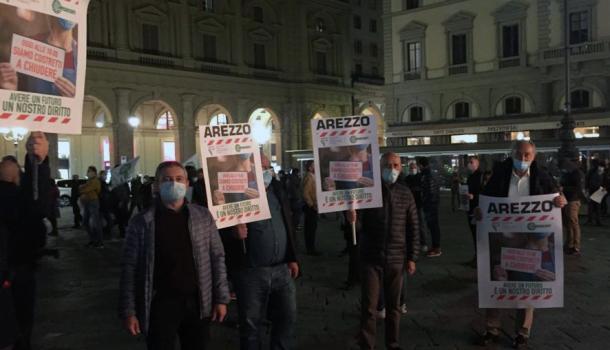 CONFESERCENTI SCENDE IN PIAZZA A FIRENZE PER PROTESTARE CONTRO DPCM